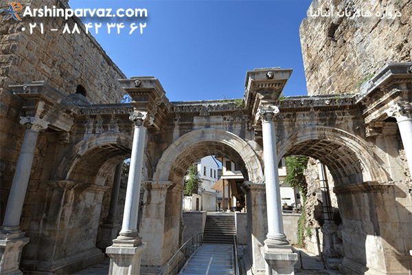 دروازه-3-طاق-هادریان-آنتالیا