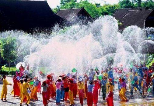 جشنواره ی هر ساله سنتی سانگ کران در تایلند